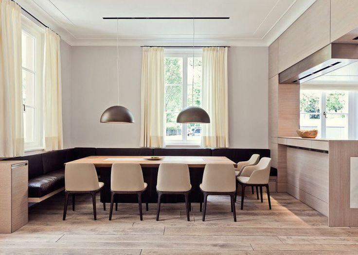 cuisine en bois ouverte sur la salle à manger design contemporain