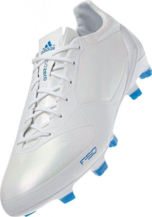 Die Adidas F50 adizero micoach Fußballschuhe im kompletten weißen Design. Sonderfarbe der Adidas F50 adizero Line