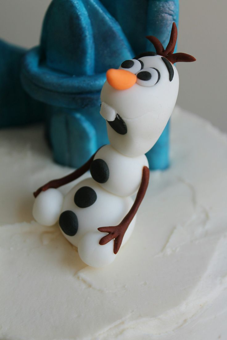 Disney s frozen cake a close up of olaf on the cake olaf made from