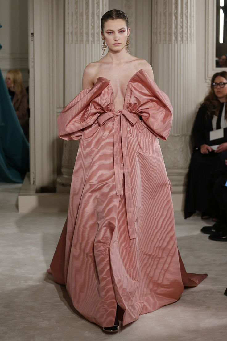 https://www.vogue.com/fashion-shows/spring-2018-couture/valentino/slideshow/collection#67