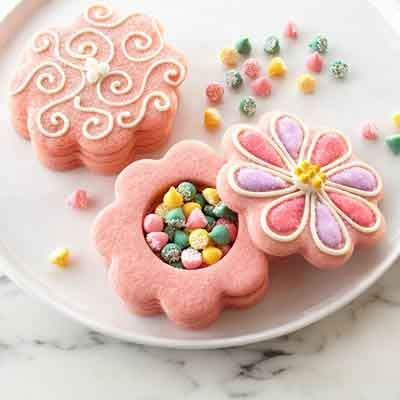 Hide a special treat inside these fun spring cookie flowers.