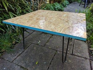Simple DIY OSB (oriented strand board) & hairpin leg coffee table! easy to make and looks great pretty much anywhere! https://art-craft-travel.life/2017/04/11/craft-diy-oriented-strand-board-coffee-table/