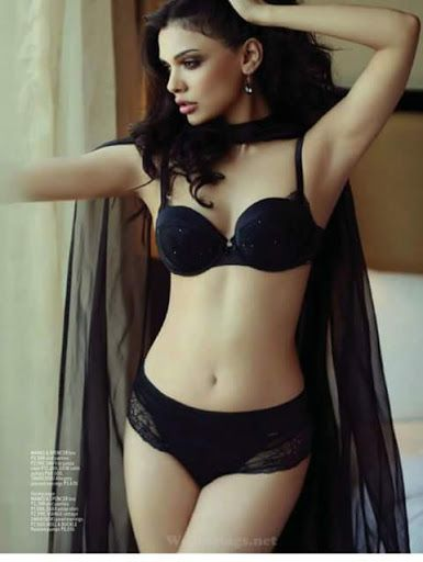 Sexy Unseen Indian girls pic: Pak Hottest Actress Sara loren Erotic pics