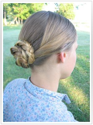 The Lady's Guide, for re-enactresses of the victorian era.: A quick and simple 1860s hairstyle.