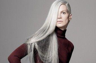 I capelli grigi piacciono alle donne giovani [FOTO]