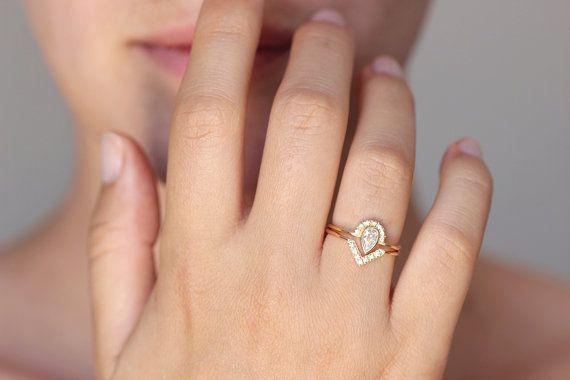 Pera diamante fidanzamento anello con pavé di diamanti di artemer