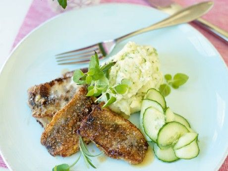 Fried herring with a herbpuree and pickled cucumbers