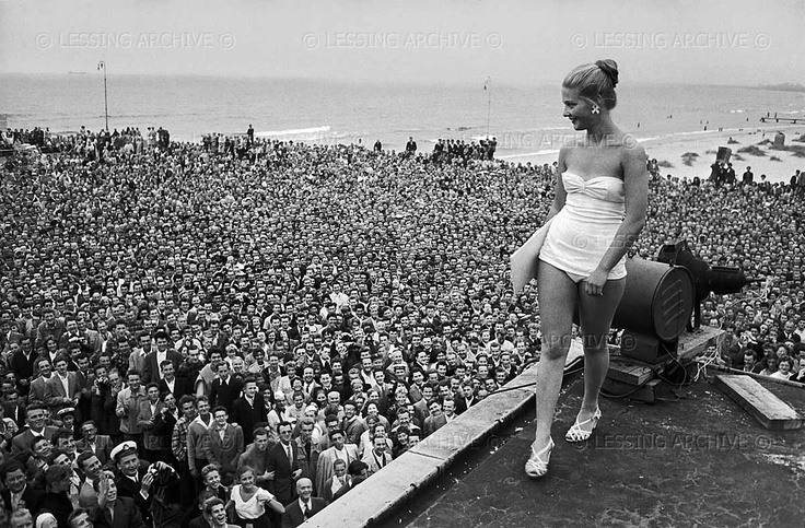 Lessing,Erich  First election of a beauty-queen in Communist Poland. The contest for the title of 'Miss Sopot' drew such huge crowds that it had to be moved to the roof of the casino of that once elegant sea-side resort. Sopot,1956  Resort, Sopot, Poland