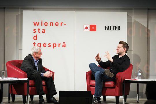 """Max Schrems  im Gespräch mit Peter Huemer        Segen und Fluch der """"Sozialen Medien"""" Über Facebook, Datenschutz und Fake News"""