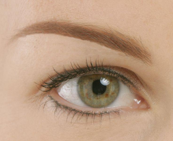 Erhalten Sie perfekt geformte Augenbrauen und Wimpern.wenn bei Ihnen Folgendes zutrifft: • spärlicher Augenbrauenwuchs • zu helle Augenbrauen • Narben oder nach Operationen
