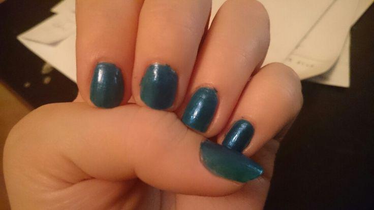 Mörk glitter blå.