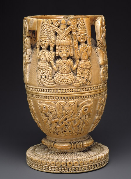 Africa | Lidded blow from the Yoruba (Owo subgroup) people of Nigeria | Ivory, wood or coconut shell inlay | ca. 17th - 18th century/