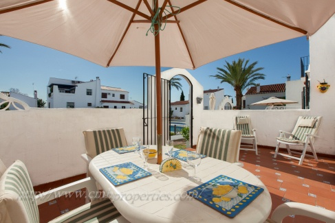 Marbella townhouse for sale 3 beds pool views 215,000 Euros