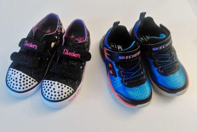 Misschien leefde ik onder een steen, maar ik had er dus geen idee van dat Skechers ook jongens sneakers had. Nieuw voor de meisjes is dat er nu ook een aan en uitknop op zit! Daar hebben ze veel plezier van nu de dagen weer korter worden. http://www.mamaliefde.nl/blog/hippe-sneakers-najaar/