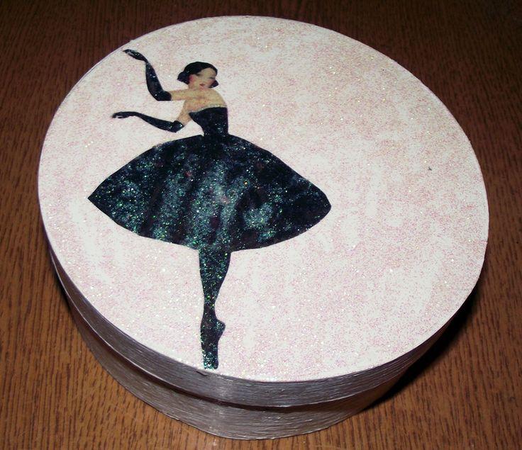 Pudełeczko z baletnicą.