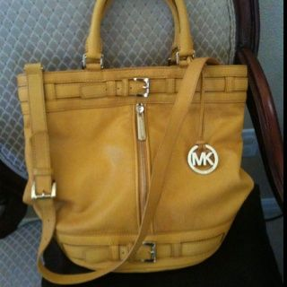 2013 Cheap Michael Kors bags online shop.$68
