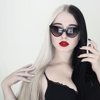 Cette fille d'enfer. | 28 femmes qui ont osé la teinture bicolore