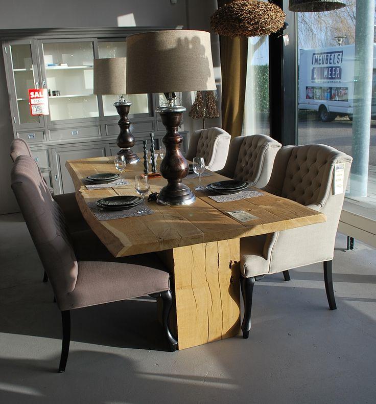 Grote eiken eettafel ! #eiken #hout #eettafel #interieur #interior #interieurwinkel #interiorstore #meubelsenmeer #mijdrecht #lampen #service #interieur #auto #lampen #kandelaar #borden #bestek #wijnglas #bankje #chair #table #stoel