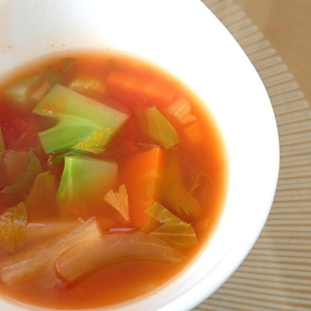 野菜と水&コンソメのみ。冬はこのスープをストックにしています。 どんだけ忙しくて食生活が乱れても、このスープを足しておけばおっけーという安心感もありヽ(*'▽'*)ノ 夫は「たんぱく質が入ってない…」と悲しそうに言うので、夫の分だけソーセージや炒めベーコンを入れたりします。 - 64件のもぐもぐ - 7種類の野菜の脂肪燃焼スープ by sakuramochi14