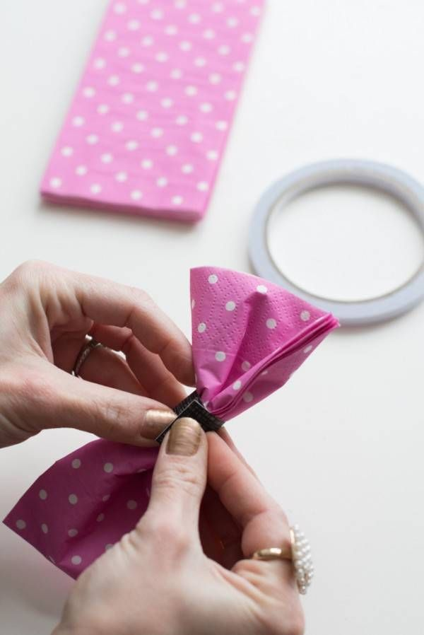 Pliage De Serviette En Forme De Nœud Papillon Bapteme Pliage Serviette Papier Pliage Serviette Et Serviette Papier