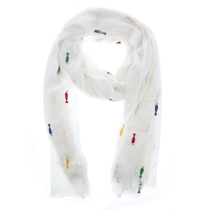 Witte sjaal met geborduurde visjes van Otra Cosa – 1157