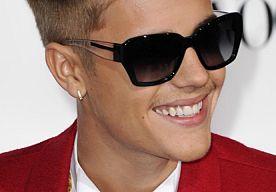 23-Apr-2014 16:43 - JUSTIN BIEBER IN JULI WEER VOOR DE RECHTER. Justin Bieber is ook komende zomer nog niet verlost van afspraakjes met rechters. De zaak in Miami Beach is uitgesteld tot 7 juli.