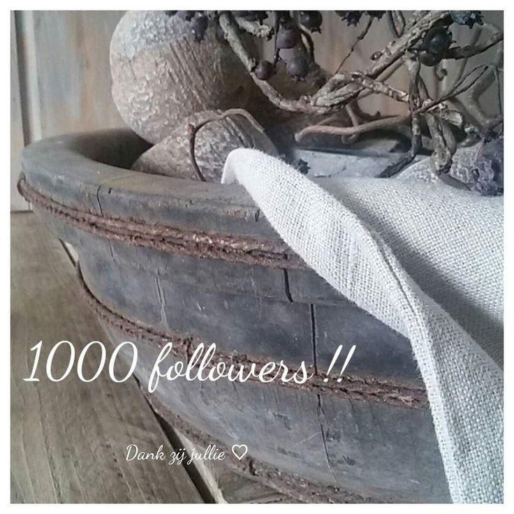 1000 followers!!! Haha jippieeee 1000 volgers heb ik! Ik weet nog dat mijn collega toendertijd (@sanshuisstijl_ ) mijn alles uitlegde over instagram. Als ik eerlijk ben ik vond er geen bal aan af en toe een.like kreeg af en toe een complimentje maar daar bleef het toch wel bij was dit nu ig??? Maar nu!!! Ik word ' s morgens wakker en waar kijk het eerst op? Instagram! Heb ik etenspauze van mijn werk pak mijn mobiel en waar kijk ik het eerste op?...juist ja  Een nieuwe ontdekking mee gaan met…