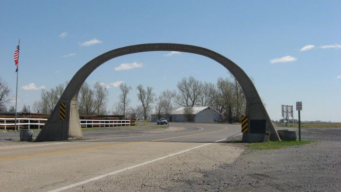 """United States Highway 61 Arch: This arch crosses U.S. Highway 61 at the Arkansas-Missouri state line, between Blytheville, Arkansas, and Steele. The concrete horseshoe arch reads """"Entering Arkansas"""" on one side and """"Entering Missouri"""" on the other."""
