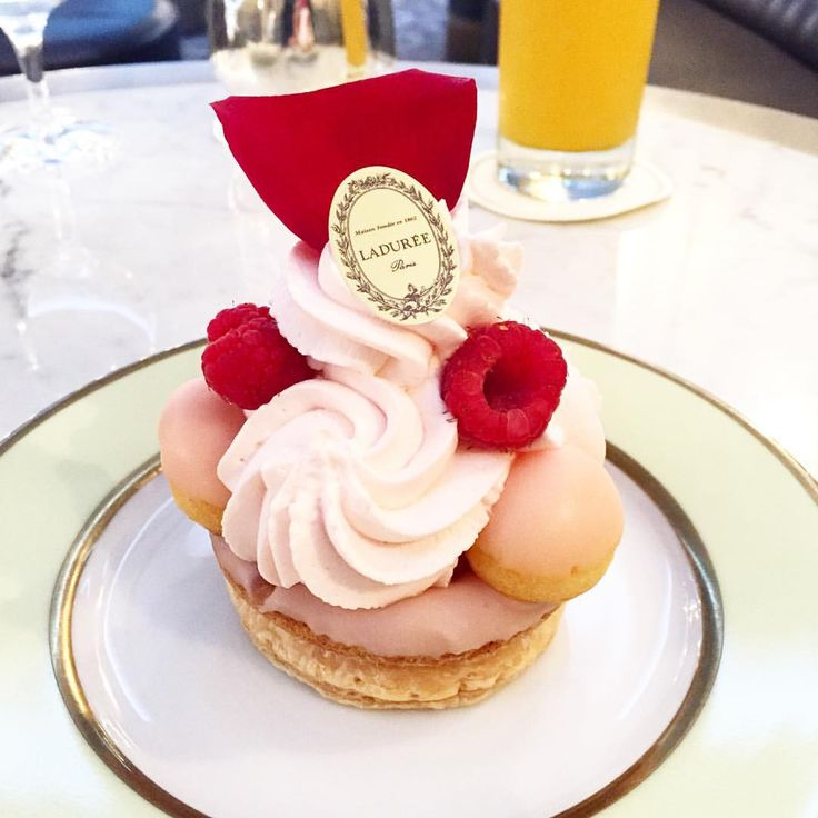 SAINT-HONORÉ ROSE FRAMBOISE ❤️ #laduree #ladurée #paris #ginza #cake #cakestagram #cakeoftheday #framboise #rose #petal #art #foodart #beautiful #cute #sweet #sweets #dessert #pastel #sweettooth #foodie #food #foodlover #instafood #instacake #foodphotography #igerstokyo #igersjp #ig_japan #tb