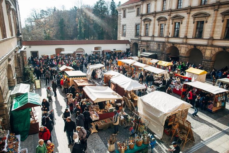 Advent festival and Christmas market in the Nelahozeves Castle