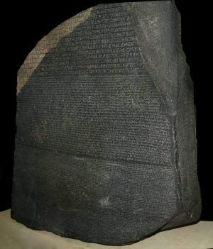 Batu Rosetta ditemukan oleh orang Perancis, Kapten Pierre François Xavier Bouchard pada tahun 1799, pada saat perang yang dipimpin oleh Napoleon Bonaparte.