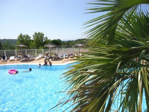 Vacances Popinns - Village Vacances Parc Des Chênes La Croix Valmer Parc des Chênes is an holiday village located near the Bay of Cavalaire in the Cote d'Azur region. It offers en-suite accommodations, a restaurant, a swimming pool and free WiFi access at the reception.
