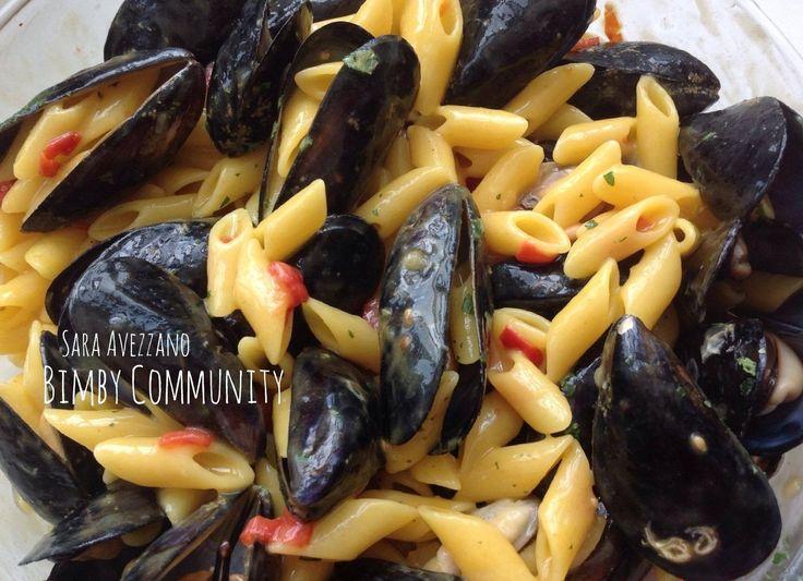 Pennette risottate con Pomodorini e Cozze Piccanti, una primo piatto di mare con protagoniste le cozze cotte a Varoma e la pasta risottata nella loro acqua.