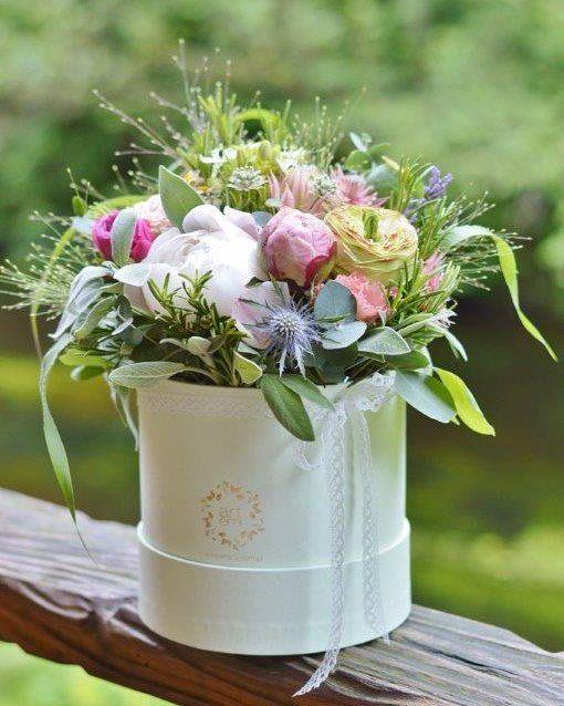 Kwiatowo-ziołowy flowerBOX od ARTEMI #kwiatysapiekne #pieknekwiaty #flowers #flowerbox #floralbox #gift #thebestgift #prezent  #pachnące #zioła #artemi_pracownia_florystyczna #artemi #polishgirl #polishwoman #forgirls #forher #dlaniej #dlanichwszystko #weddingflowers #weddingdecor #weddingdetails #forwedding #polnekwiaty #gardenstyle #gardenflowers
