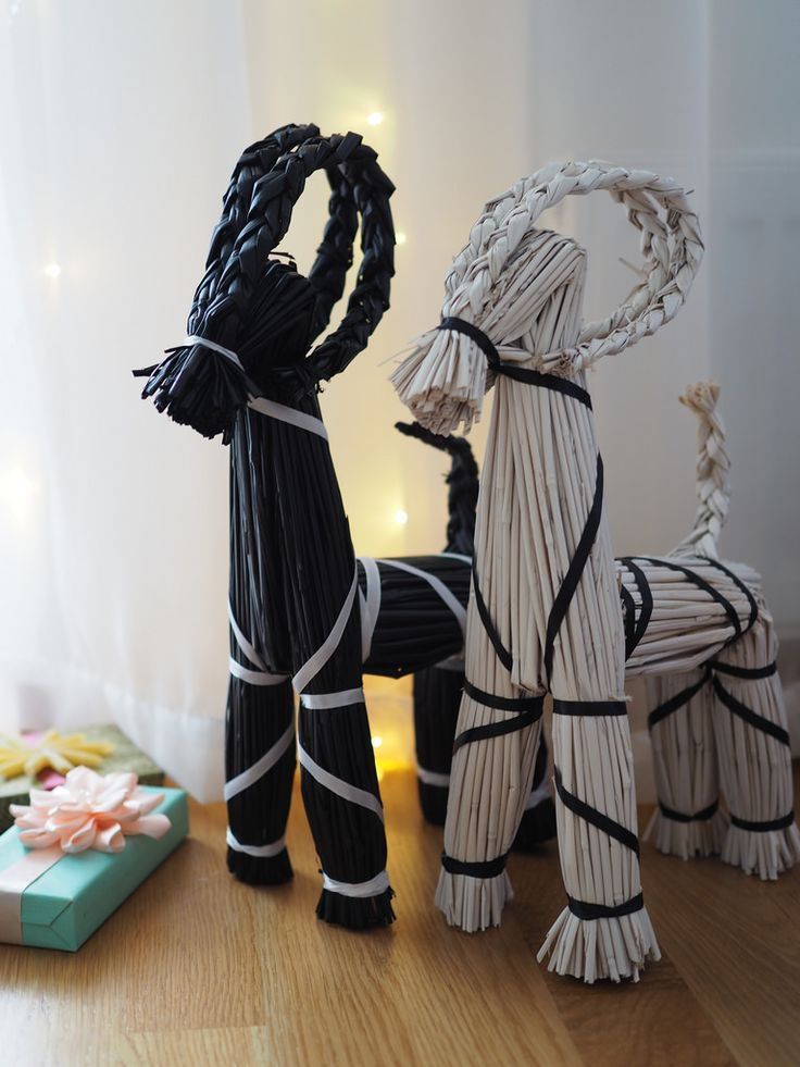Christmas Decorations With Scandinavian Style/ Maalatut olkipukit