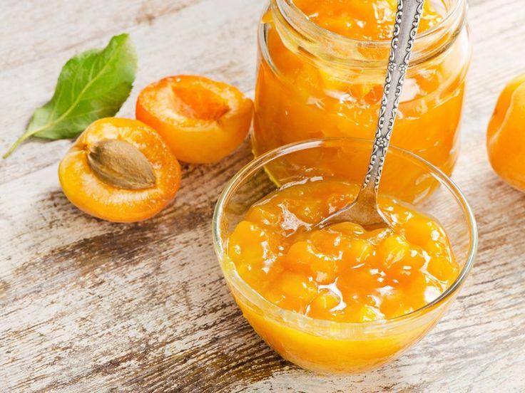 La marmellata di albicocche è una delle conserve più utilizzate in pasticceria ma anche più amate da grandi e bambini di tutte le età