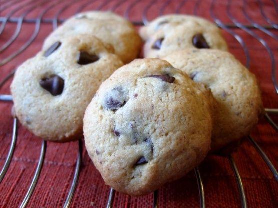 Μια πανεύκολη και γρήγορη συνταγή με λίγα υλικά για υπέροχα cookies βανίλιας με σταγόνες σοκολάτας της στιγμής, για να το απολαύσετε όλη οι οικογένεια, μικ