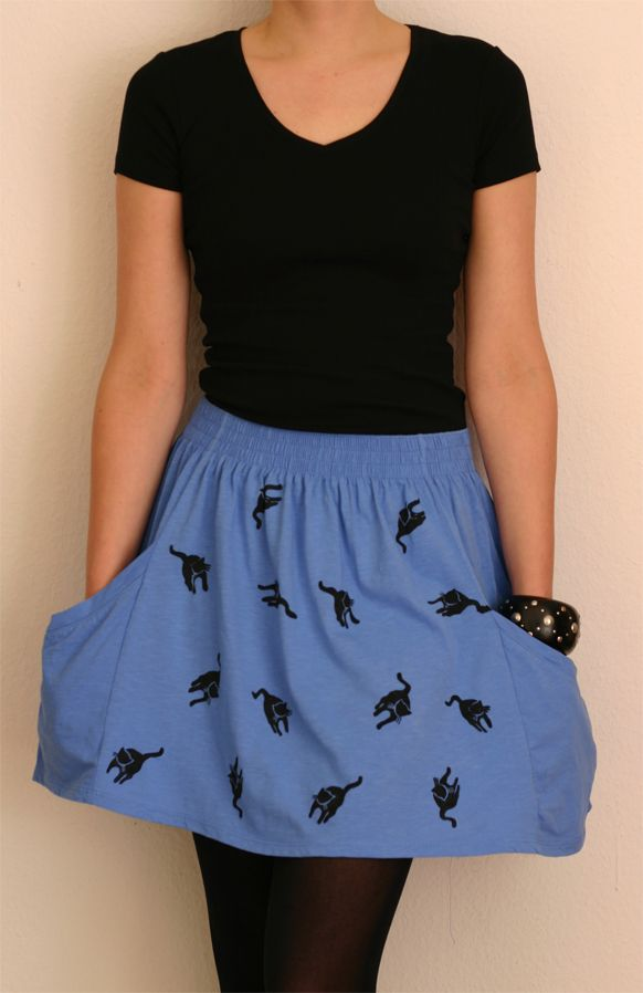 DIY skirt tutorial: Easy to make out of an old T-shirt or old baggy trousers.