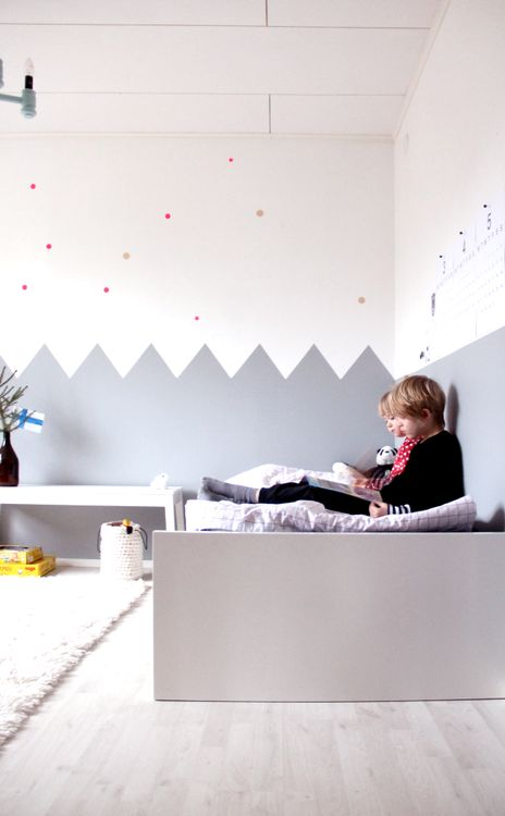 ( Via le-magazine.cyrillus.fr) Who said grey was boring? Taking a look at these rooms we realize it´s a basic colour with lots of possibilities, even, in a children's room. By adding some …