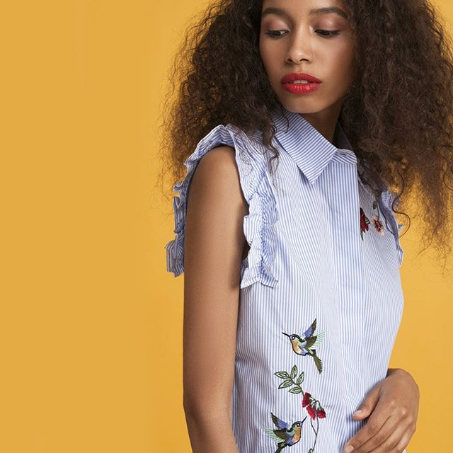 Яркая природная вышивка, морская полоска, рюши.  Приближение лета все больше отражается на гардеробе.  #lime # одеждаlime # лайм # женскаяодежда # тренды2017 # мода2017 # модныетренда # рубашка # 247 #limeshop вышивка   8264   354