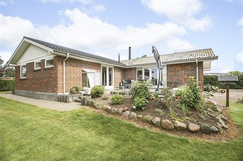 Engbækvej 16, 5672 Broby - Enormt billigt hus at fyre op, godt isoleret...Spar penge :-) #broby #villa #selvsalg #boligsalg