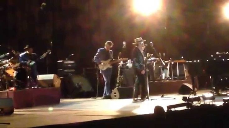 Bob Dylan - Tangled Up In Blue (Paris, Palais Des Sports, 18th October 2015) - YouTube