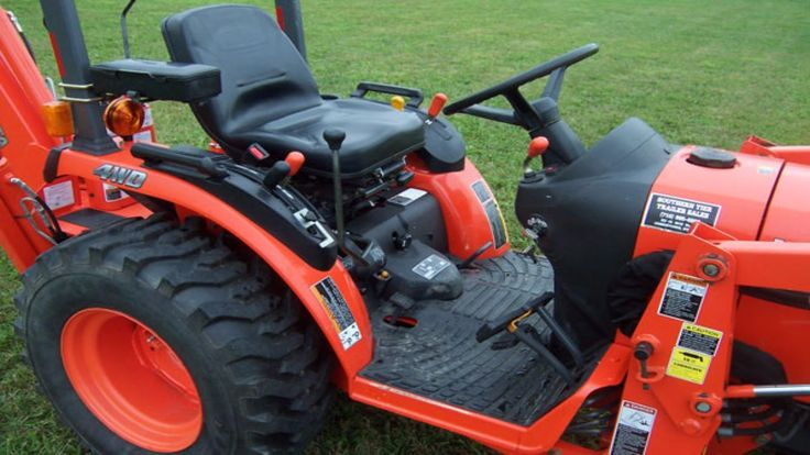 Kubota B2620 Compact Tractor  Loader 60 inch  Rear Mount  Mower   # 1