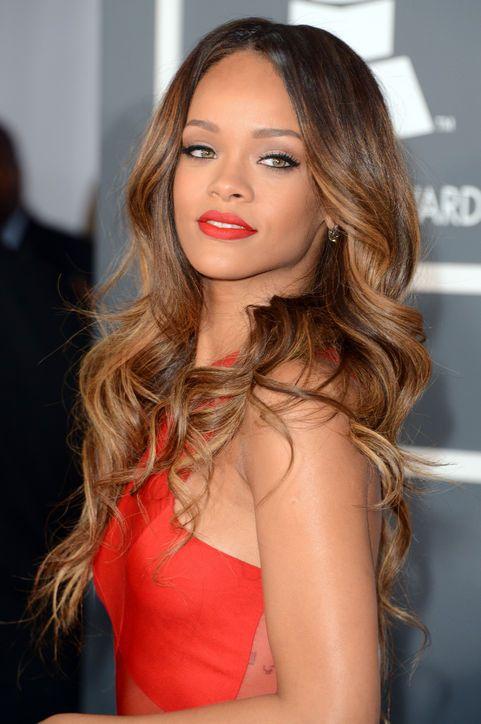 Best Beauty Looks from the Grammy Awards 2013 Rihanna's wavy hair