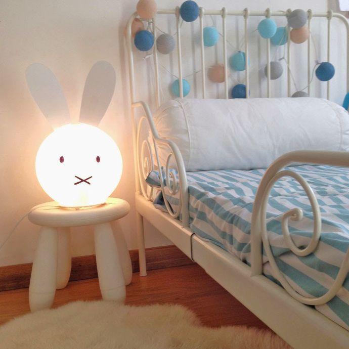 Hack de lámpara Fado de Ikea transformada en conejito Miffy