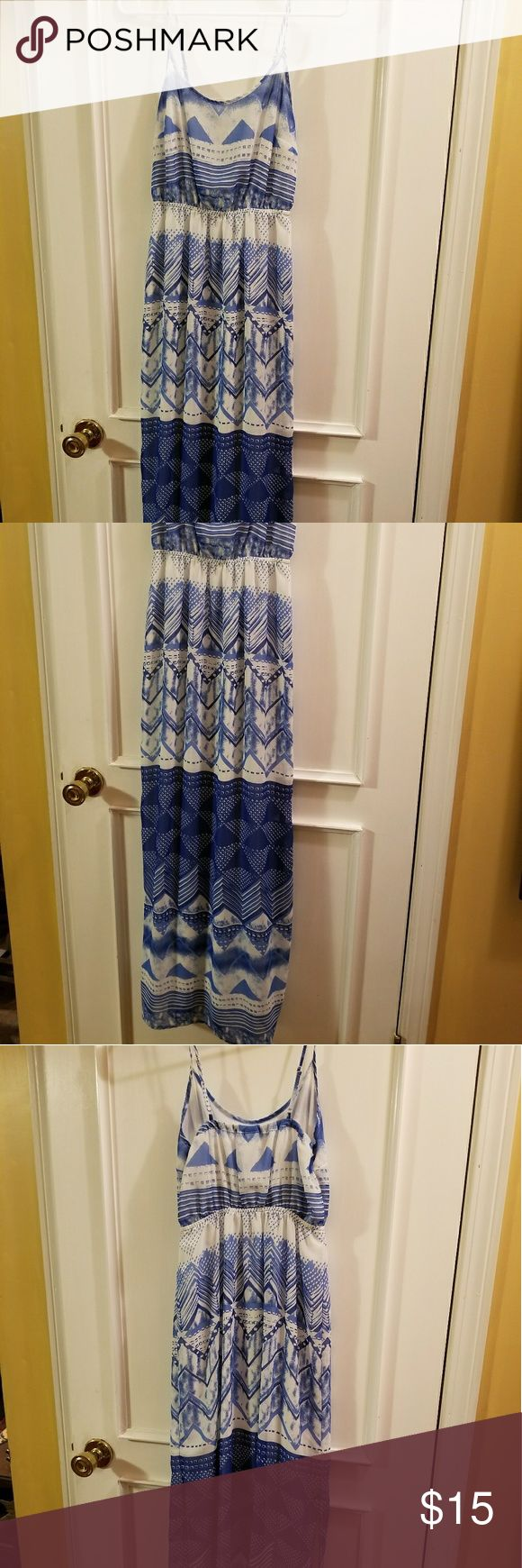 Blue and white maxi dress Very flattering floor length maxi dress in blue and white😍, worn twice with no flaws. Size xs but I usually wear small or medium and this fits me perfectly Old Navy Dresses Maxi