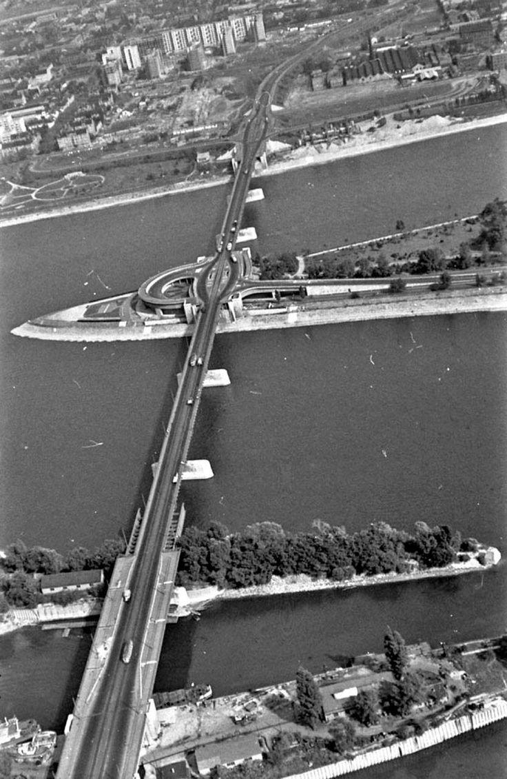 A még kétsávos Árpád-híd Árpád Bridge in Budapest forrás