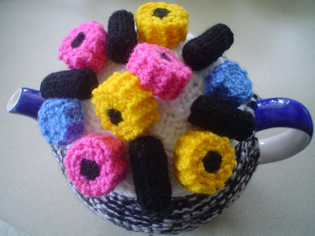 Other – HAND KNITTED TEA COSY WITH LIQUORICE SWEETS – a unique product by jacksknits on DaWanda