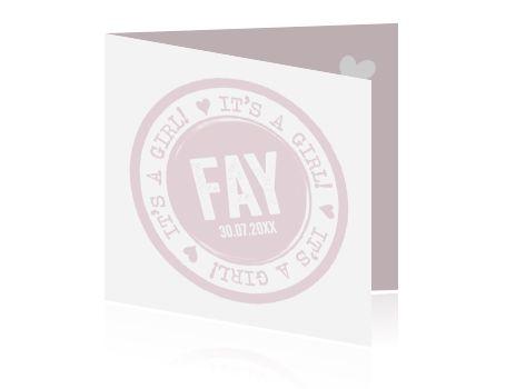 Stijlvol pastel roze met wit geboortekaartje voor een meisje met typografie en hippe stempel. Mooi geboortekaartje!