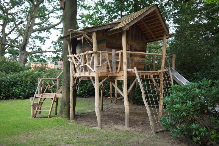 sloophout boomhut (scrap wood treehouse)